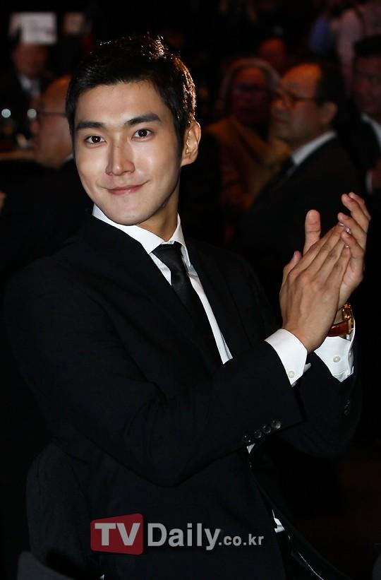 Siwon ganador de Minister Commendation for Culture and Tourism 20101111