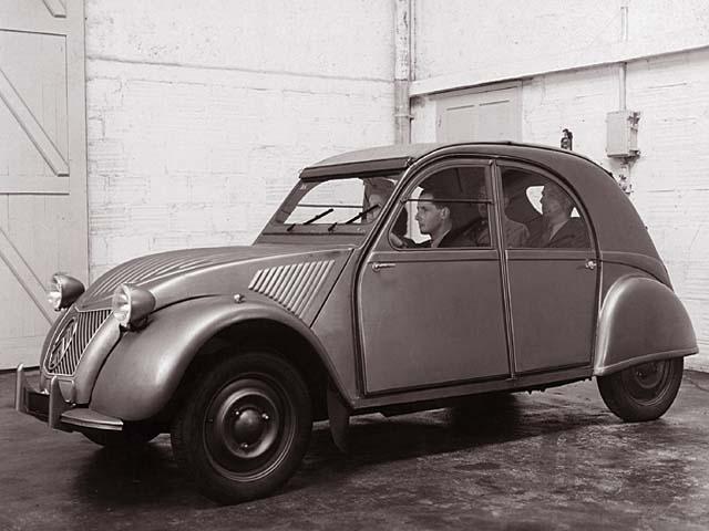 Maquette Heller au 1/43 éme-  2CV type A 1947 2cva1910