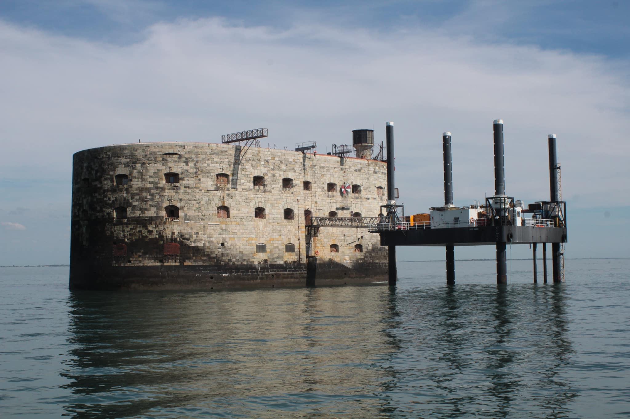 Photos des tournages Fort Boyard 2021 (production + candidats) - Page 6 18358910