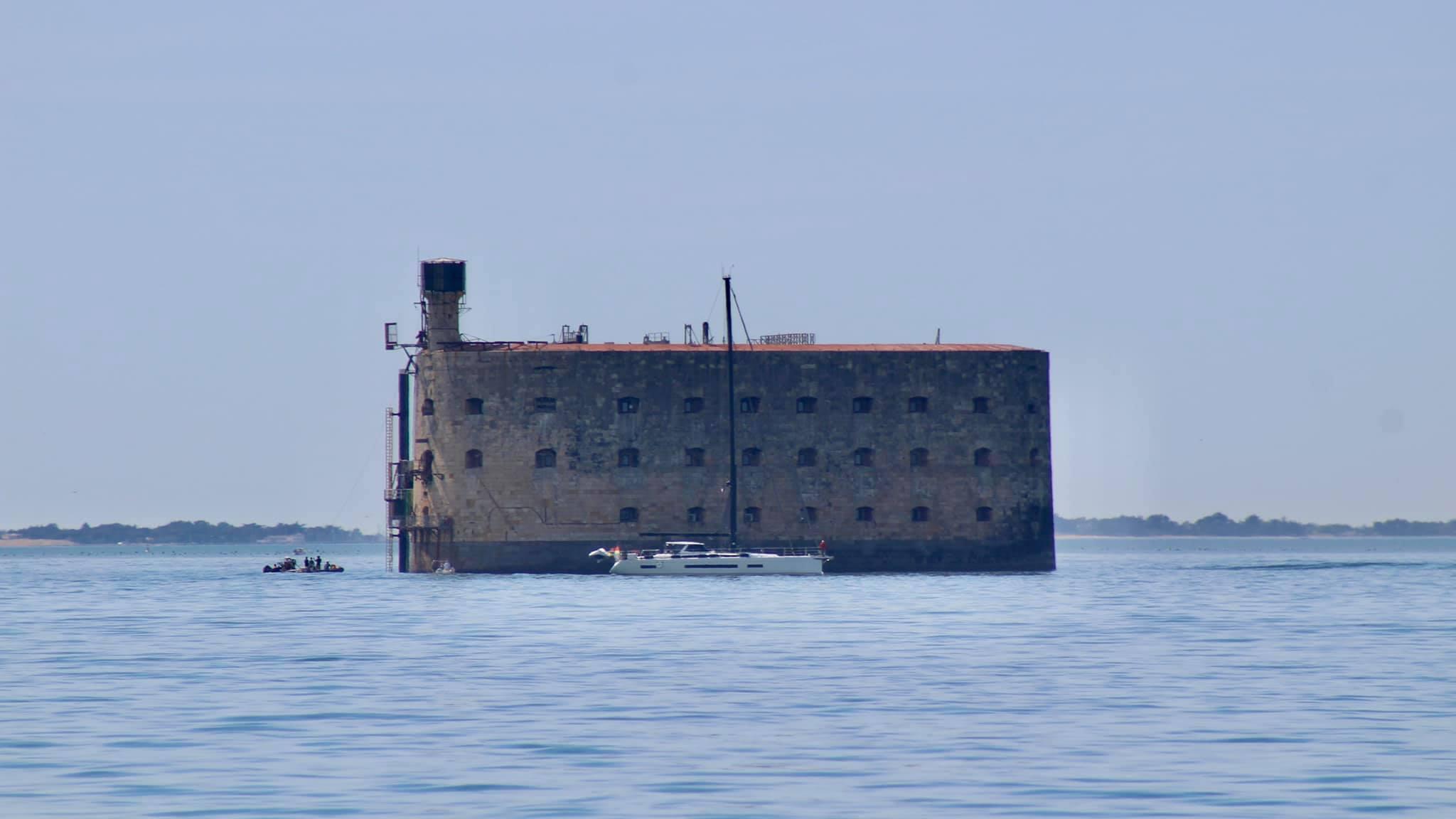 Photos des tournages Fort Boyard 2021 (production + candidats) - Page 6 18379510