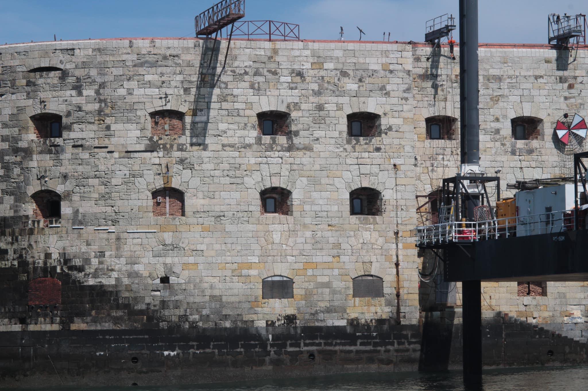 Photos des tournages Fort Boyard 2021 (production + candidats) - Page 6 18391810