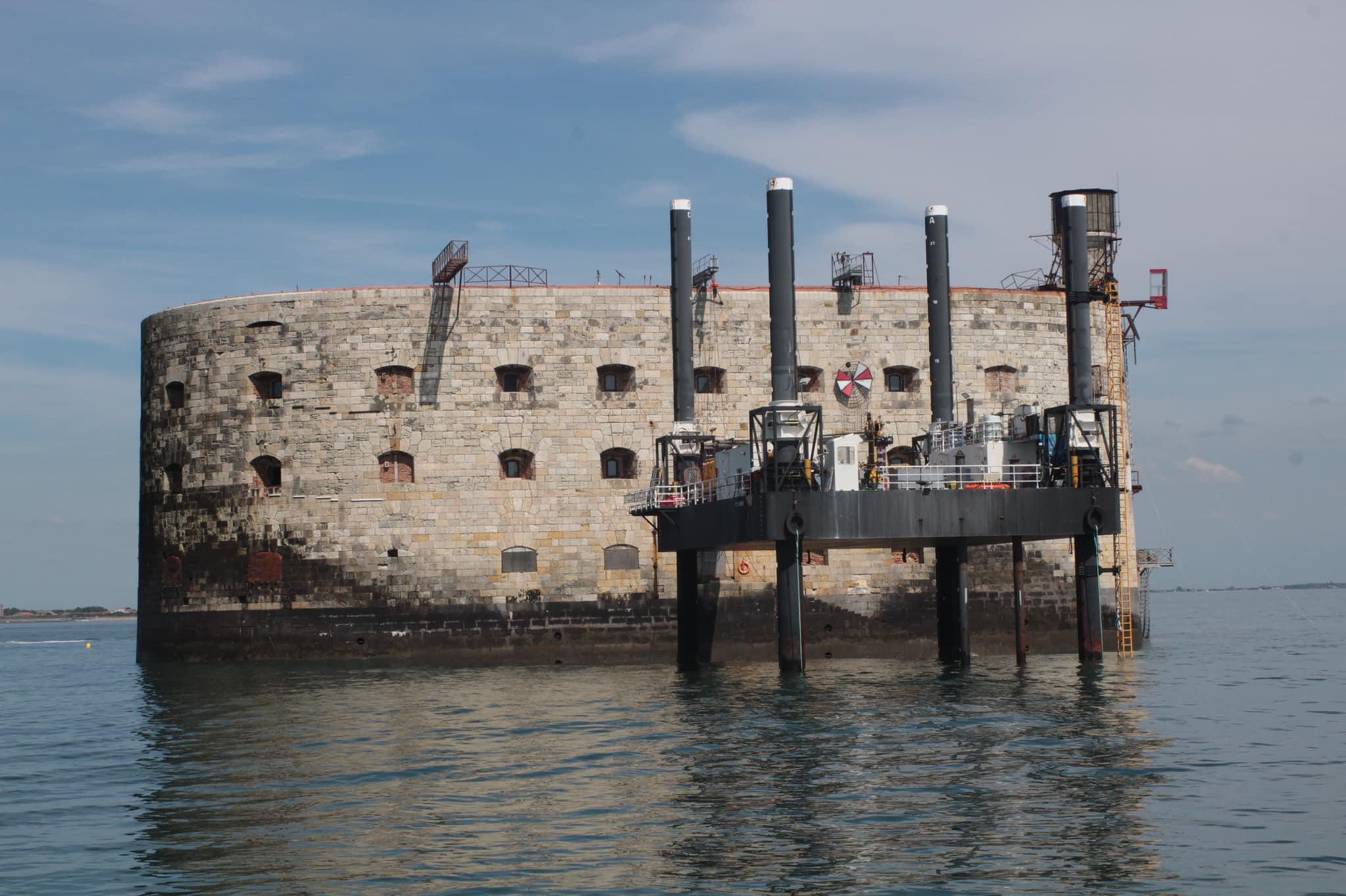 Photos des tournages Fort Boyard 2021 (production + candidats) - Page 6 18433110