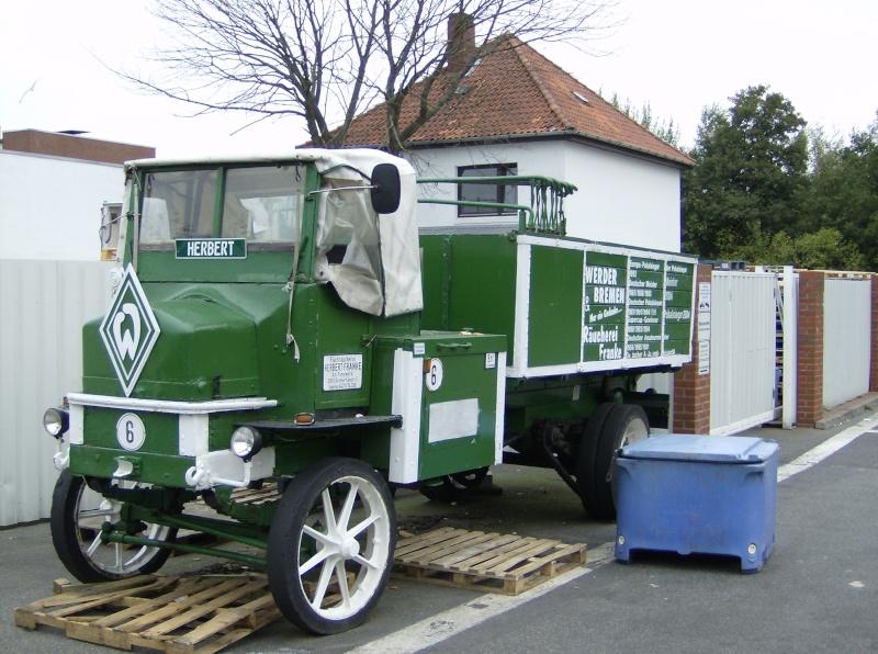Un vieux camion sur le port de Bremerhaven 08082010