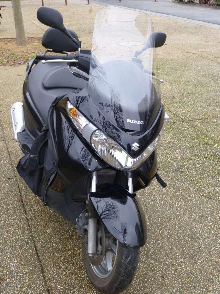 VENDU - Burgman 125 de 2009 + accessoires 210