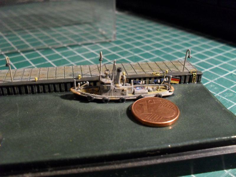 Kleiner Hafenschlepper in 1:700 112