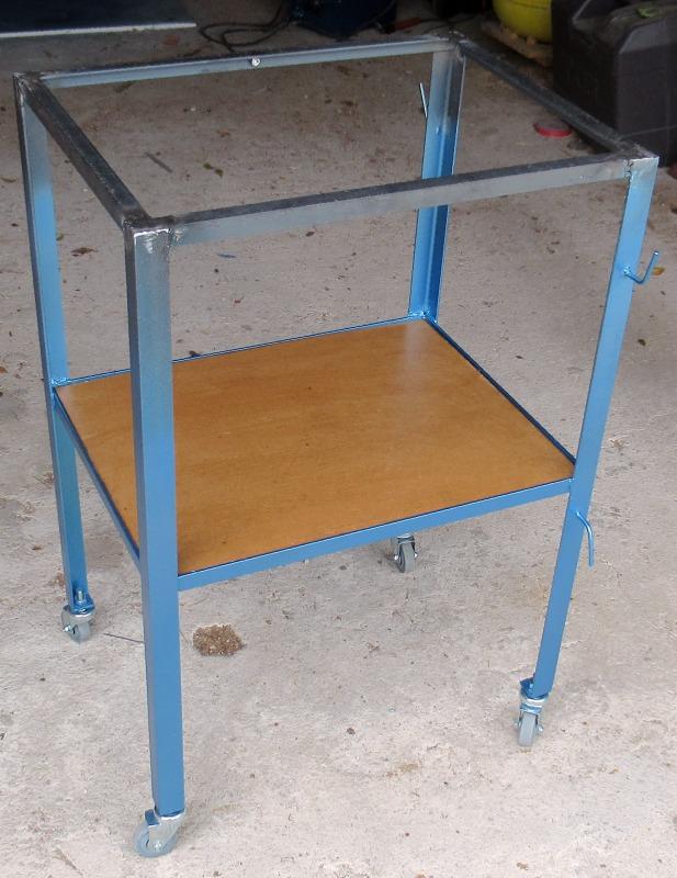 Une petite table à souder  Img_0414