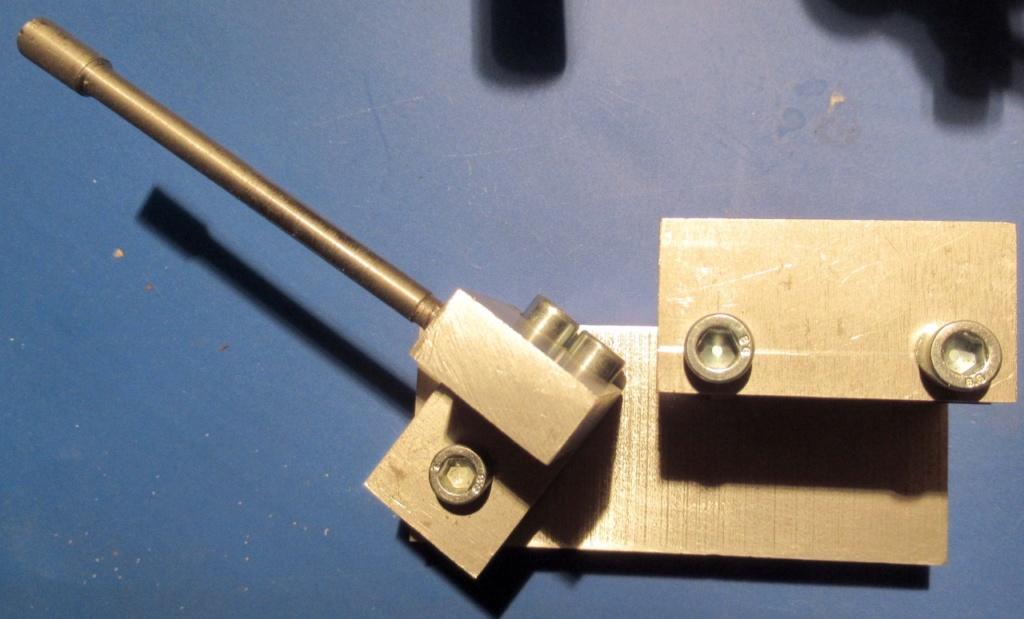 """Un outil """"home made"""" pour tourner les rotules et les sphéres Img_1541"""