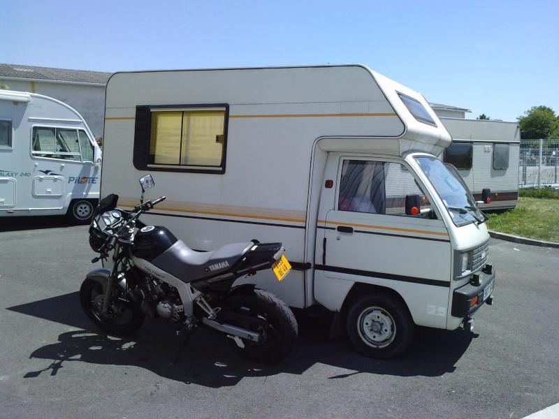 un mini camping car P2205111