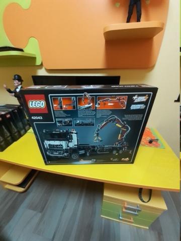 Lego 42043  fondo di magazzino 20201024