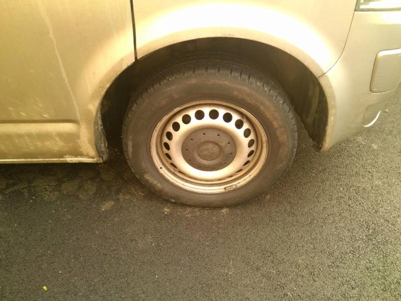 vends 4 roues tole avec pneus neige et enjoliveur Img_2061