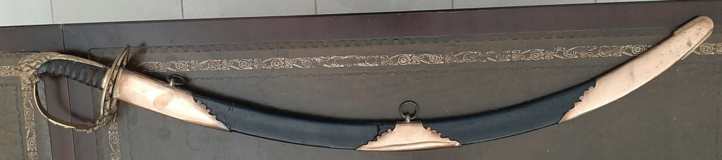 Un sabre réglementaire britannique (modèle 1803) d'officier de grenadiers Swp7_210