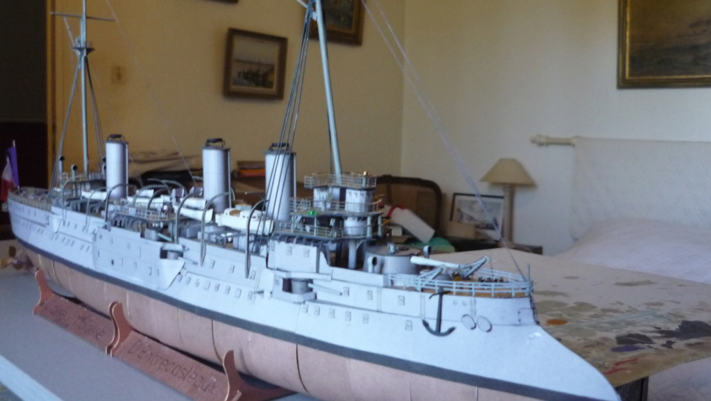 Croiseur D'Entrecasteaux 1/200 GPM et scratch Terminé P1000725