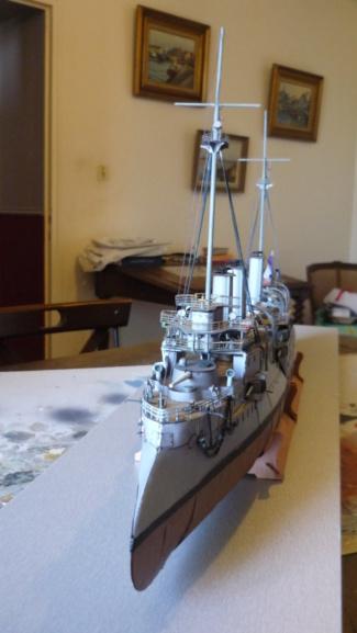 Croiseur D'Entrecasteaux 1/200 GPM et scratch Terminé P1000726
