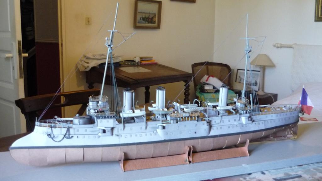 Croiseur D'Entrecasteaux 1/200 GPM et scratch Terminé P1000727