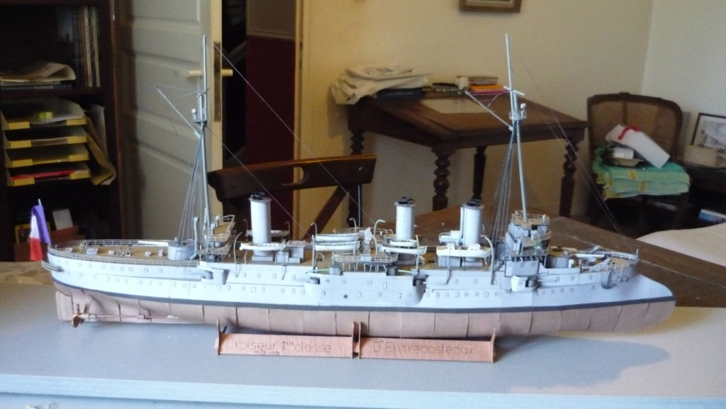 Croiseur D'Entrecasteaux 1/200 GPM et scratch Terminé P1000730