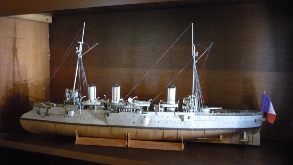 Croiseur D'Entrecasteaux 1/200 GPM et scratch Terminé P1000732