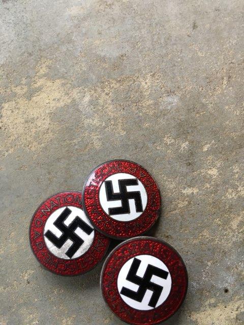 3 badges du parti Img_2167