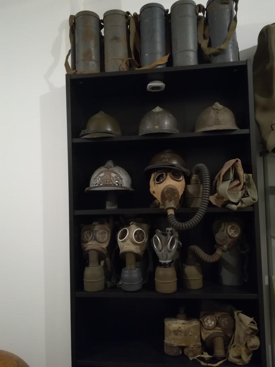 les masques à gaz DP Thumb104