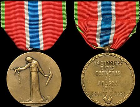 médaille des prisoniers portée par un militaire. Prison10