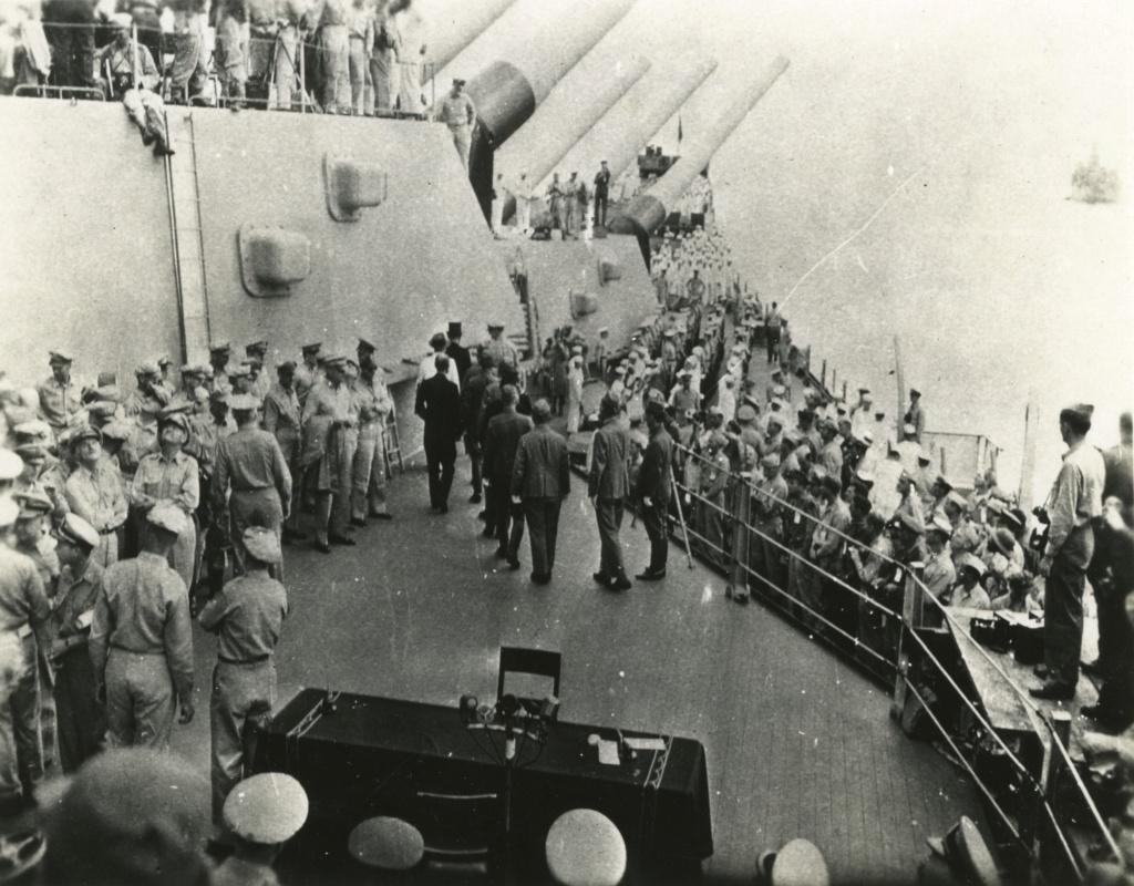 12 photos....en directe de l'USS Missouri ce 2 Septembre 1945. Tsrrse10