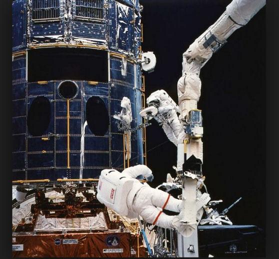 Hubble - Mission du télescope spatial - Page 5 Servic10
