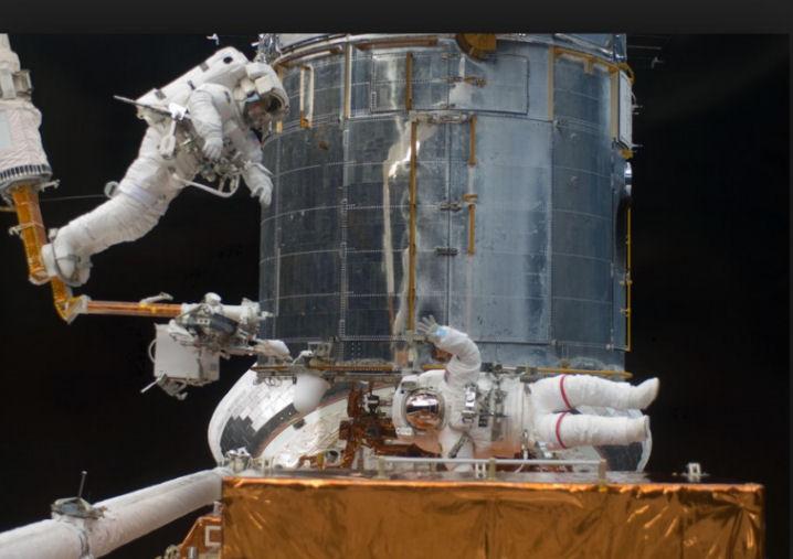 Hubble - Mission du télescope spatial - Page 5 Servic12
