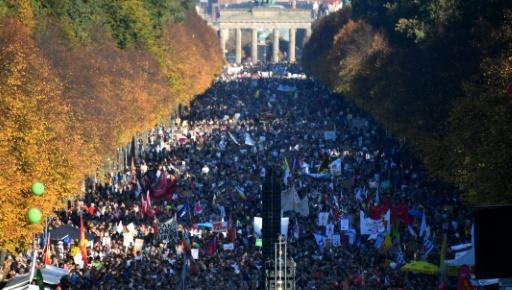 Mobilisation massive contre le racisme dans les rues de Berlin Fed73b10