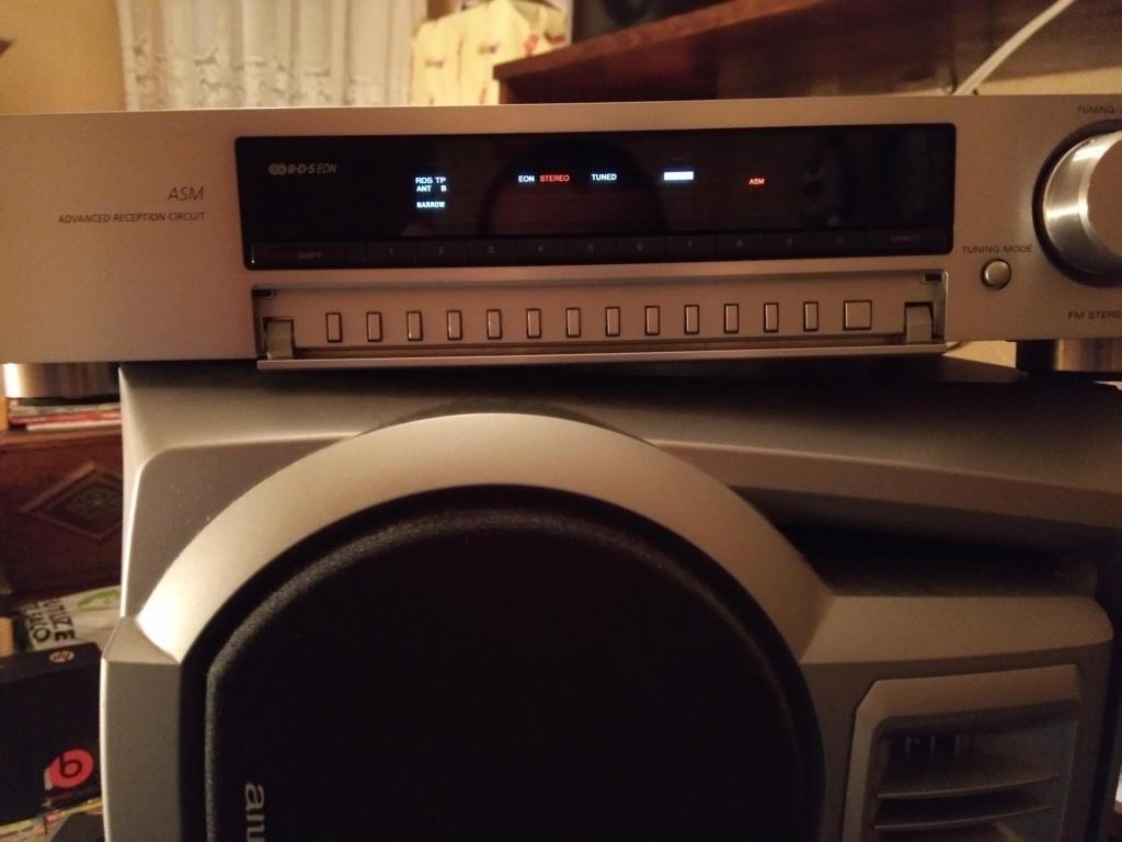 SONY ST-SB920 QS não aparece o nome das radios e a frequencia de sintonia no mostrador Img_2011
