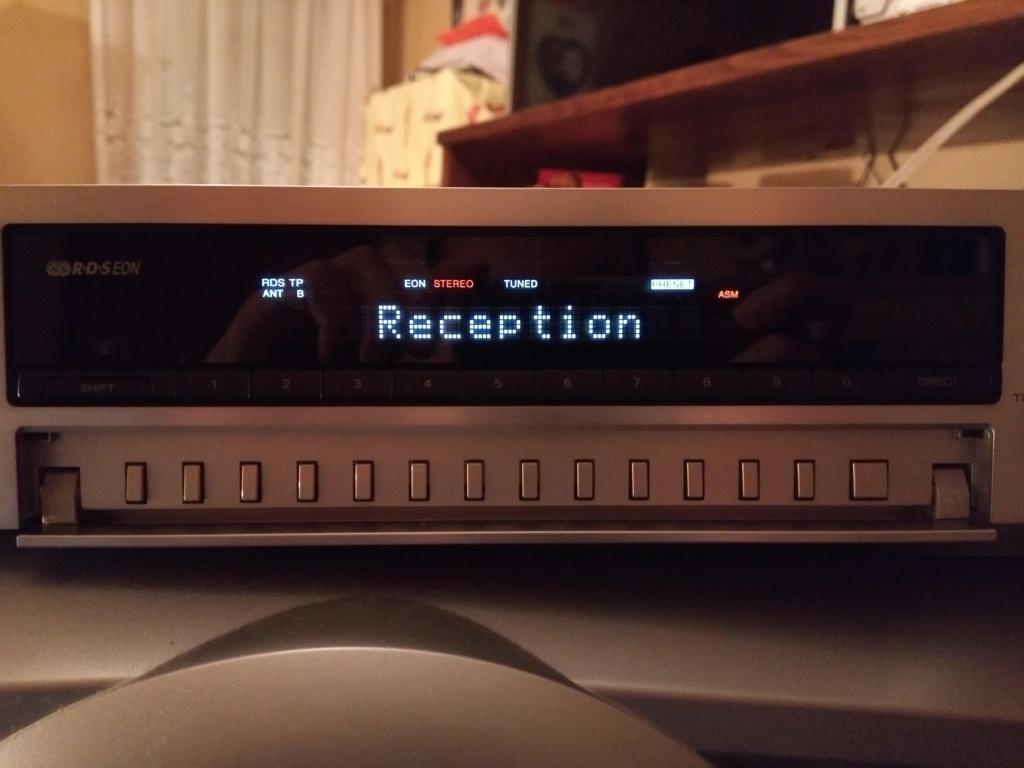 SONY ST-SB920 QS não aparece o nome das radios e a frequencia de sintonia no mostrador Img_2012