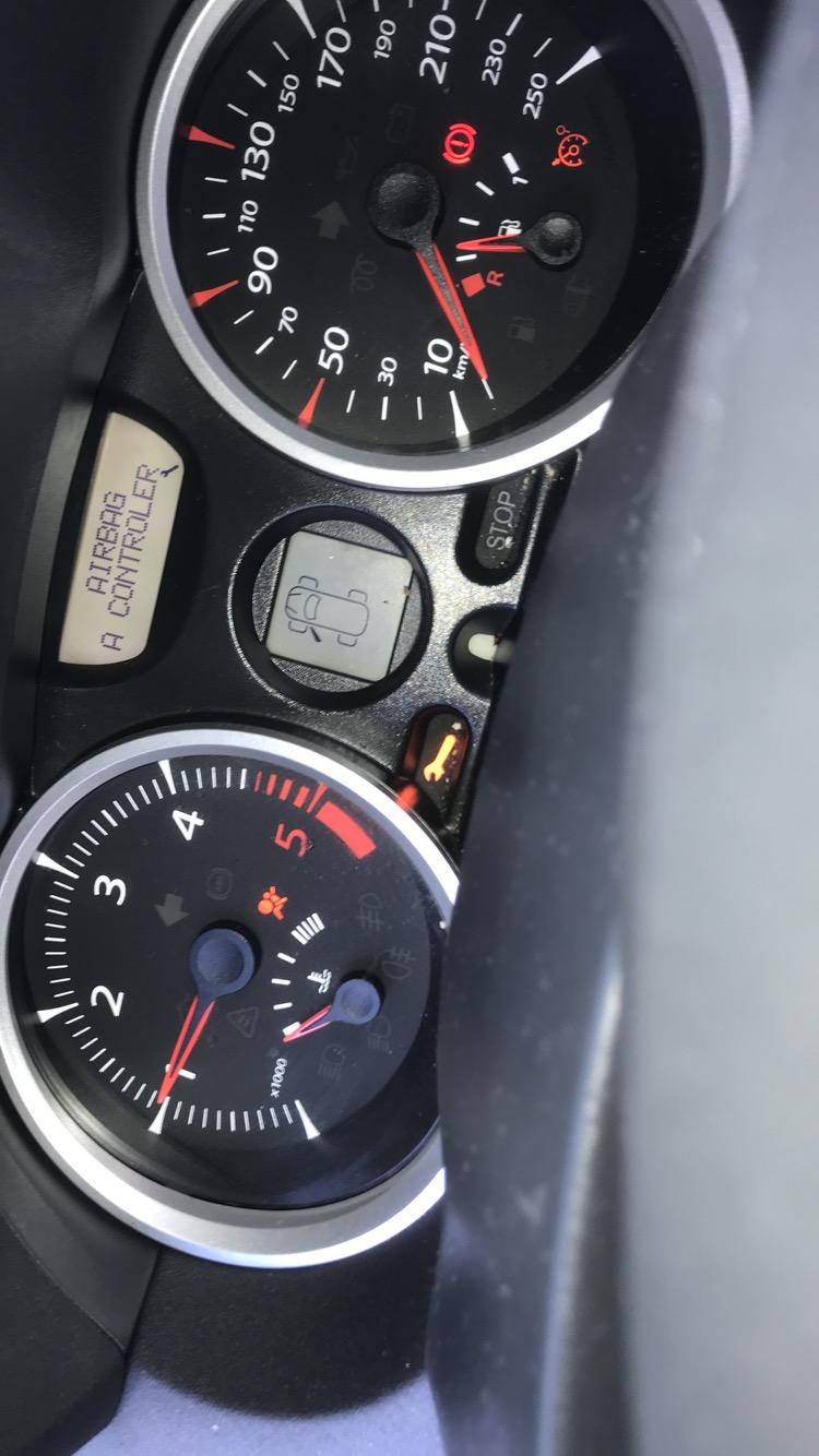 [ Renault Megane 2 ] Voyant Airbag + Clé à Molette allumé 25bb6410