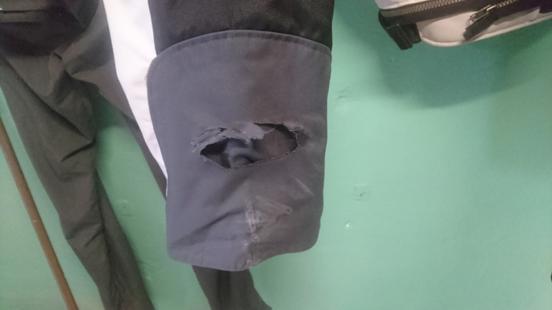réparer pantalon revit Dsc_0012