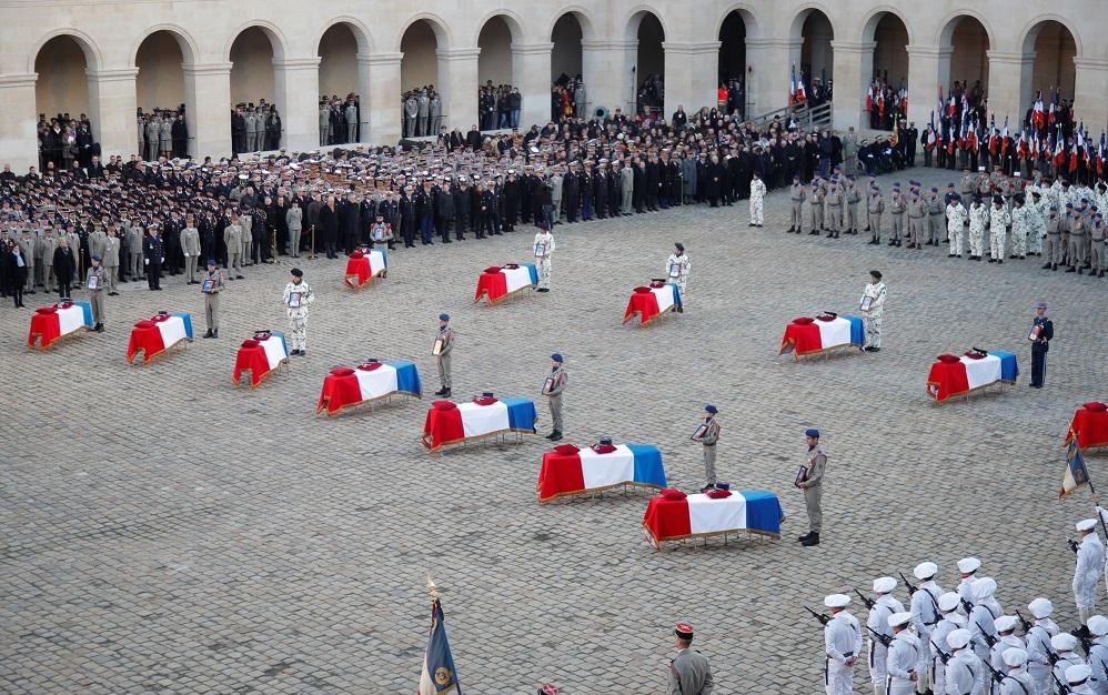 2019/12/02 Respect et Fierté: le peuple a rendu hommage aux corps de nos 13 soldats 13_cer11