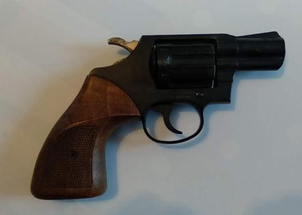 Pistolet d'alarme ou grenaille ? 11111110