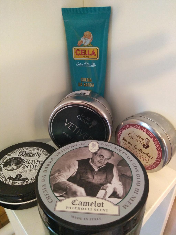 Photos de votre armoire spéciale rasage (ou de la partie réservée au rasage) - Page 30 Img_2012