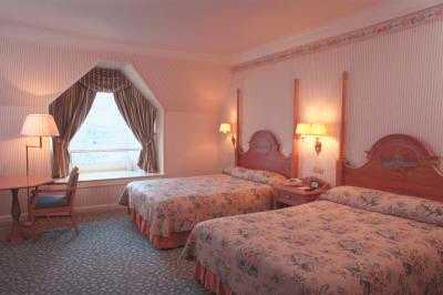 Hotel Disney Disneyland Hotel Page 38