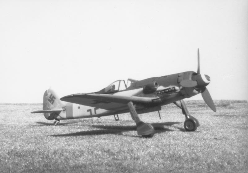 [Airfix] Focke Wulf Fw 190 D-9, 1978 Focke_13