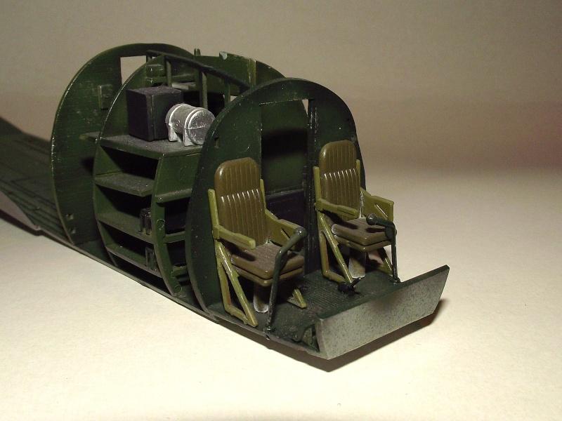 C 47 D Dakota, Aéronautique Navale Française. Trumpetter 1/48 Dscf1710