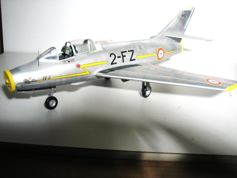 La vitrine de French Air Kit, les aéronefs aux couleurs françaises Img_5474