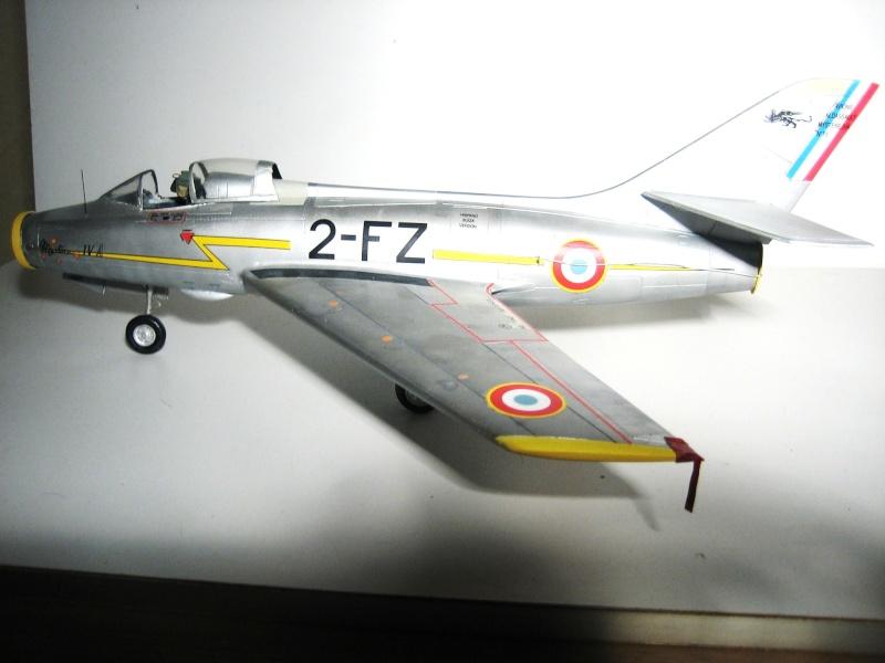 La vitrine de French Air Kit, les aéronefs aux couleurs françaises Img_5475