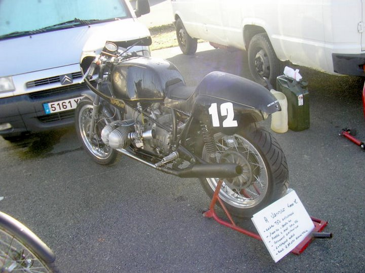 C'est ici qu'on met les bien molles....BMW Café Racer 1210