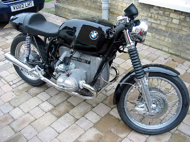 C'est ici qu'on met les bien molles....BMW Café Racer 80_710