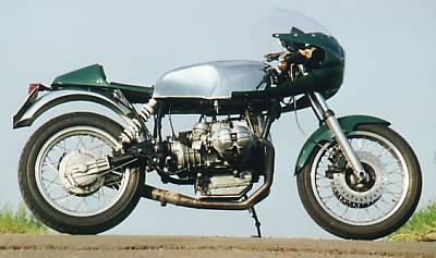 C'est ici qu'on met les bien molles....BMW Café Racer Bmwt10