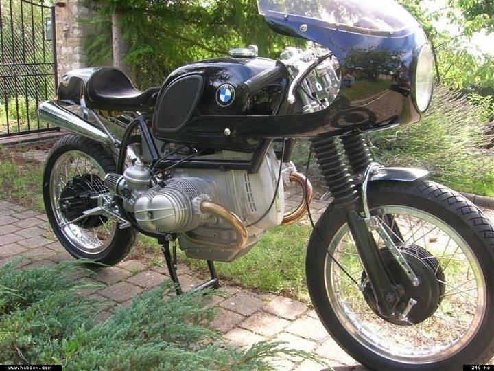 C'est ici qu'on met les bien molles....BMW Café Racer Christ11