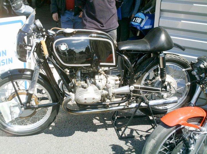 C'est ici qu'on met les bien molles....BMW Café Racer Moto_l11
