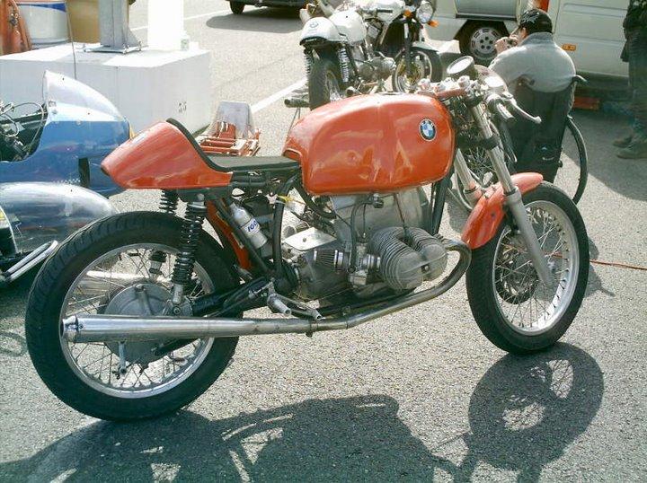 C'est ici qu'on met les bien molles....BMW Café Racer Orange10