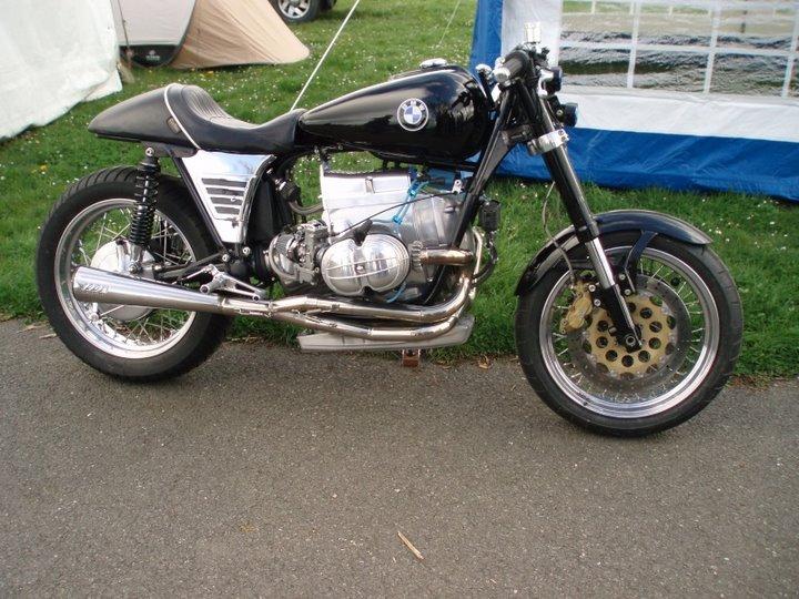 C'est ici qu'on met les bien molles....BMW Café Racer P4100010