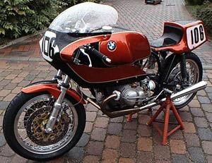 C'est ici qu'on met les bien molles....BMW Café Racer R755ra10