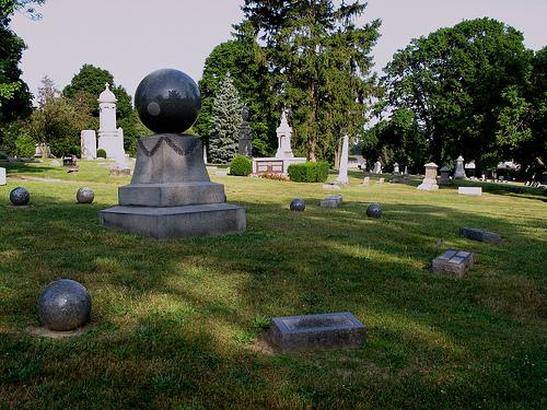 Étrange pierre tombale 37704010