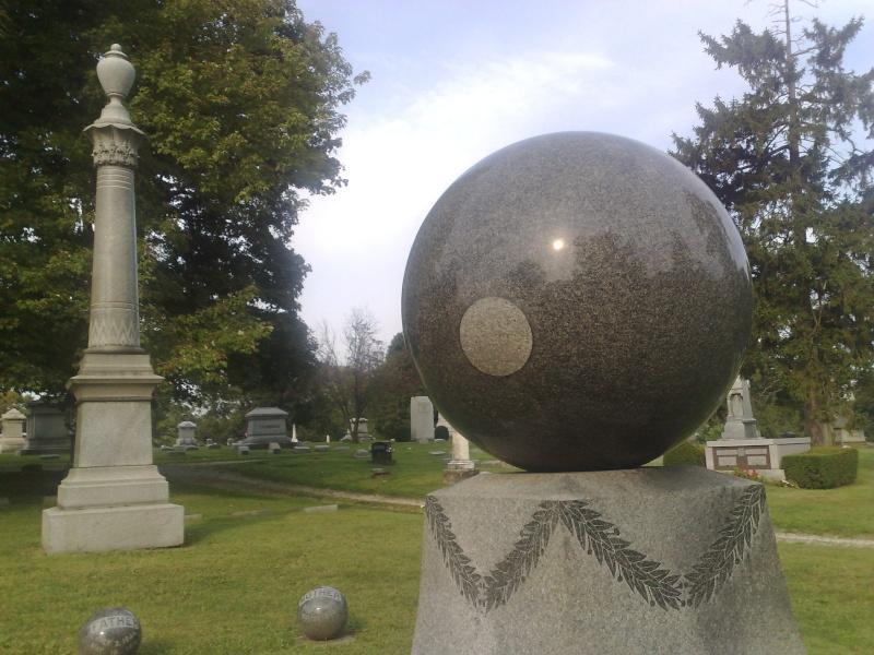 Étrange pierre tombale 39251710