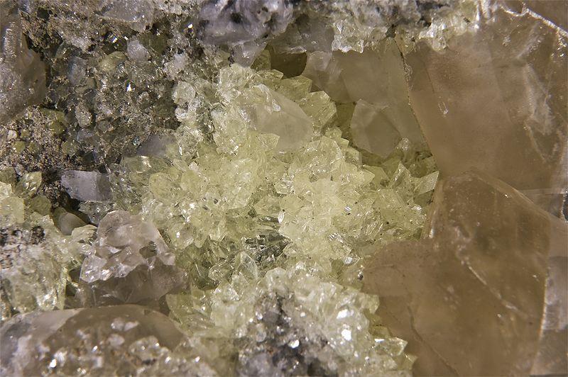 Les pierres des médiums  800px-12